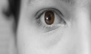 Vista annebbiata: perché si presenta e come curarla?