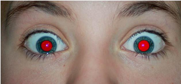 occhi rossi nelle foto