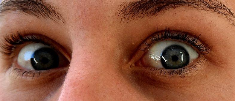 tremolio occhi