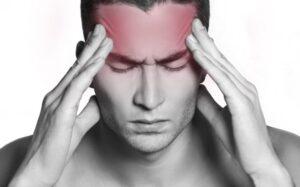 Mal di testa al risveglio: a cosa è dovuto?